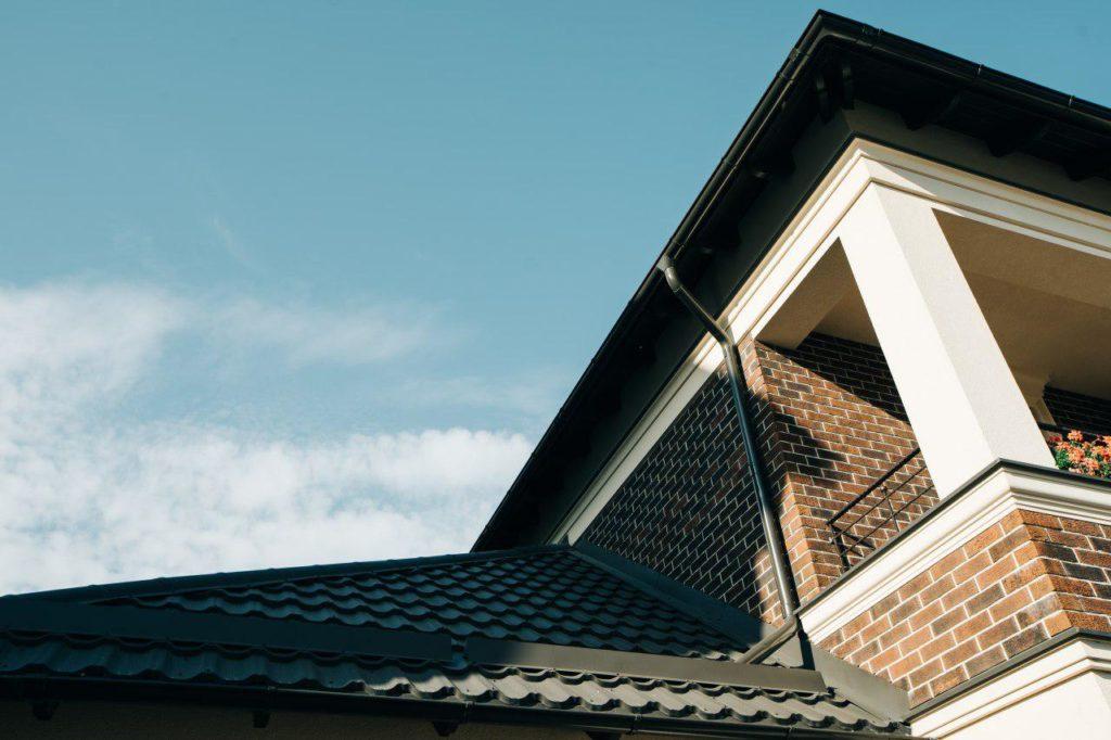 Монтаж крыши из металлочерепицы в Калининграде